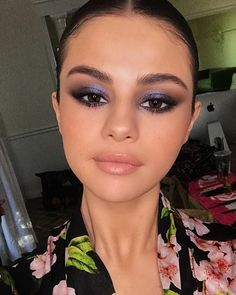 Make-up-Idee Selena Gomez Lila Smokey Eye Make-up - . - Make-up-Idee Smokey Eye Make-up von Selena Gomez Lila – - Maquillage Selena Gomez, Selena Gomez Makeup, Selena Gomez 2019, Selena Gomez Nails, Cute Makeup, Gorgeous Makeup, Party Makeup Looks, Work Makeup Looks, Purple Makeup Looks