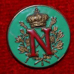 Fascinating piece of history: this amazing antique red and green enameled button represents Napoleon Bonaparte french military and political leader during the latter part of the French Revolution. Cool Buttons, Vintage Buttons, Button Art, Button Crafts, Christmas Aprons, Green Button, Sewing Notions, Pottery Art, Vintage Sewing