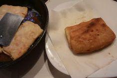 ΜΑΓΕΙΡΙΚΗ ΚΑΙ ΣΥΝΤΑΓΕΣ: Γκιουζλεμέδες ή τηγανόψωμα καταπληκτικά !!!! Pita Recipes, Greek Recipes, Cooking Recipes, Greek Pita, Apple Strudel, Garlic Bread, Spanakopita, Feta, Pork