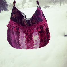 S❄  much  SN❄W!! Cancelled school yesterday! Little mountains everywhere, cuz they just don't  know where to put it all!! ☃☃☃ #pink#wiw#bags#handmade#etsyshop#utah#snow