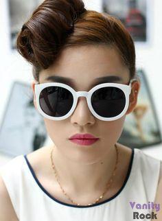 Óculos Branco Retrô  Visite nossa loja: www.vanityrock.com.br