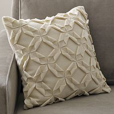 Pillow tutorial shown, but would make a pretty quilt