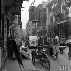 The Bustling Hong Kong of Historical Photos from Mark Kauffman China Hong Kong, Sense Of Place, Historical Pictures, Life Magazine, Old Photos, Street View, History, City, Places