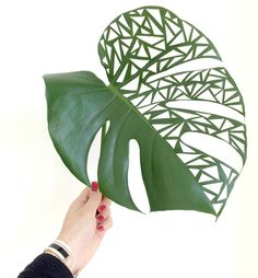 Mimousk: Leafcut art - Her Crochet Arrangements Ikebana, Creative Flower Arrangements, Tropical Floral Arrangements, Church Flower Arrangements, Deco Floral, Arte Floral, Floral Design, Flower Show, Flower Art