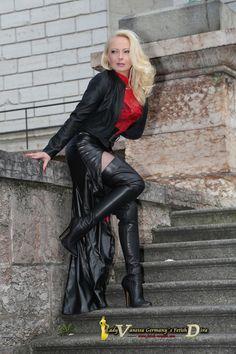 "gringofelizme: ""@PropertyOf_Diva @Stiefellecker12 @TransMinistry @FetishVanessa @horstiefm @fetihlover @feliz_gringo @RamonaMaid What class! what curves! what stunningness! What super natural power!..."