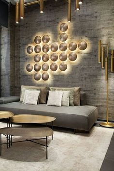 Whether you have a grand and comfortable lobby or a minimalistic and intimate one, all the elements of your hotel lobby design must be in total harmony. Lobby Design, Canapé Design, Design Ideas, Design Trends, Gray Interior, Room Interior, Apartment Interior, Contemporary Interior, Luxury Interior