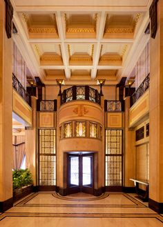 Hotels across the globe, like Claridge's in London and the Fairmont Peace Hotel in Shanghai, display gorgeous Art Deco architecture and details. Peace Hotel, Art Deco Hotel, Old Buildings, Luxury Interior, Art Nouveau, Mansions, Architecture, House Styles, Shanghai