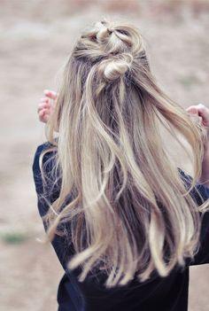 Half Up Double Top Knot hair hair ideas hairstyles diy hairstyles hair tutorials medium hairstyles easy boho hairstyles hairstyles for medium hair diy… – The Perfect Messy Bun in 3 Easy Steps Asymmetrical Hairstyles, Fringe Hairstyles, Feathered Hairstyles, Hairstyles With Bangs, Diy Hairstyles, School Hairstyles, Bouffant Hairstyles, Wedding Hairstyles, Beehive Hairstyle