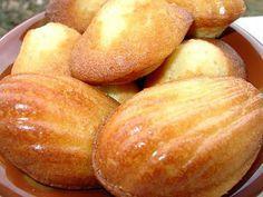La meilleure recette de Les madeleines de Christophe Felder! L'essayer, c'est l'adopter! 4.4/5 (7 votes), 14 Commentaires. Ingrédients: ingrédients pour 20 madeleines: -200 g de beurre -3 oeufs -130 g de sucre -2 CS de miel -60 ml de lait -1 sachet de sucre vanillé -10 g de levure chimique -200 g de farine
