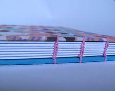 Caderno de receita em capa dura revestida de tricoline 100% algodão com costura Copta, feito a mão. Miolo de papel off set 75g\m² com pauta.