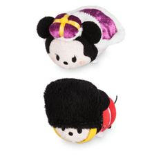 These Mickey and Minnie mini Tsum Tsum soft toys look to have taken up royal residence in London! Minnie appears wearing a crown and cape, while Mickey is dressed as a palace guard.