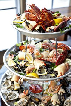 plateau de fruits de mer: fresh, raw seafood including oysters, prawns, lobster, crab and ceviche Seafood Platter, Seafood Dishes, Fish And Seafood, Seafood Recipes, Cooking Recipes, Healthy Recipes, Seafood Buffet, Tapas, Think Food