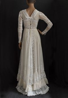Chiffon tea dress embellished with valenciennes lace, ca.1910