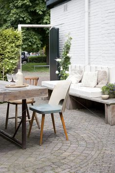 Perfect backyard setting........cobbled floor,bench seating,decorative table all set.........