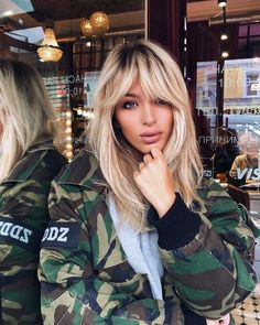Actual haircuts with bangs the most fashion . - Actual haircuts with bangs the most fashionable bangs, trends and trends of haircuts wit - Long Thin Hair, Long Hair With Bangs, Long Hair Cuts, Wavy Hair, Thick Hair, Face Shape Hairstyles, Hairstyles With Bangs, Straight Hairstyles, Cool Hairstyles