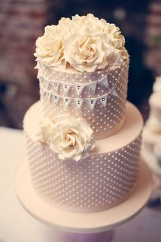 22 Glamorously Intricate Wedding Cakes - MODwedding