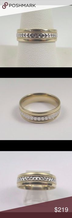 10k Two Tone Gold Unisex Wedding Band Hi, Here we have a beautiful 10k two tone gold unisex wedding band with high polish and two ridges design with circle diamond cuts. Total weight 5.0g. Width: 6mm. Thickness: 1.65mm. The perfect wedding band for your loved one. Comes with a free gift box. Ring is pre owned and will show normal wear but in great shape and clean. Buy with confidence, we only sell top quality items. Thanks for looking and have a great day.  Gender:	Unisex Metal Purity:	10k…