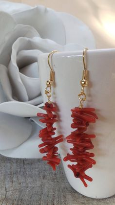 These earrings are bold and elegant! They are crafted from gold fill earring. Coral Earrings, Coral Jewelry, Gemstone Earrings, Beaded Earrings, Earrings Handmade, Beaded Jewelry, Statement Earrings, Ring Verlobung, Red Coral