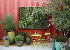 IlPost - Un piccolo giardino verticale esposto a una fiera di design di San Francisco (AP Photo/Flora Grubb Gardens, Marion Brenner)
