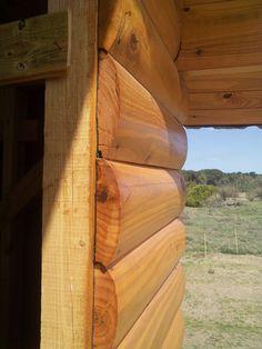 Otra alternativa a la construccion en troncos macizos es la pared de simil tronco o medio tronco (cantonera). Puede ver mas detalles en nuestra pag. web: casadetroncos.com