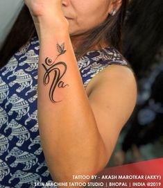 Mom Dad Tattoo Designs, Maa Tattoo Designs, Alphabet Tattoo Designs, Henna Tattoo Designs Simple, Tattoo Designs Wrist, Simplistic Tattoos, Tattoo Designs For Girls, Mum And Dad Tattoos, Tattoos For Daughters