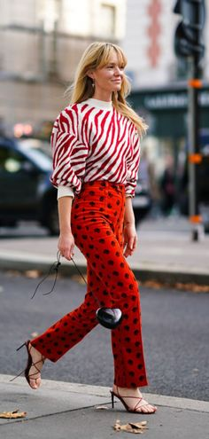 Fashion trends that were previously banned Fashion Week, Look Fashion, Fashion Outfits, Fashion Design, Red Fashion, Street Fashion, Colourful Outfits, Colorful Fashion, Elegante Y Chic