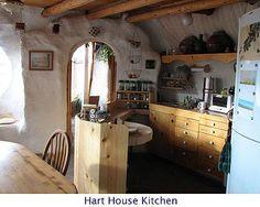 maison en sac de terre - cuisine