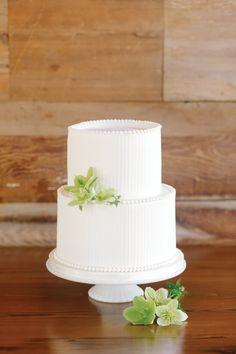 white wedding cake | southern weddings