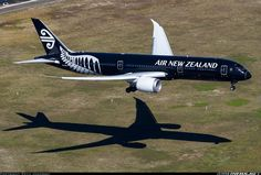 Air New Zealand Boeing 787-9 Dreamliner ZK-NZE and its shadow on short final approach to Sydney-Kingsford Smith International, September 2014. (Photo: Seth Jaworski)