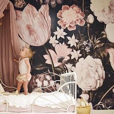 Kids room with amazing floral wallpaper. Such a beautiful nursery! Little Girl Rooms, Girls Bedroom, Bedroom Ideas, Bedrooms, Room Girls, Trendy Bedroom, Bedroom Inspiration, Design Inspiration, New Room