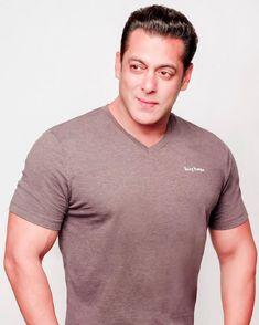 Salman Khan Photo, Big Big, Bollywood, Backgrounds, Photoshop, Celebs, Hairstyles, Fan, Mens Fashion