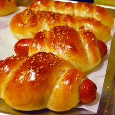 Chinese Bakery Style Hot Dog Buns--oh yum! Dog Recipes, Asian Recipes, Cooking Recipes, Bread Recipes, Asian Foods, Chinese Recipes, Hot Dog Buns, Hot Dogs, On The Go Snacks