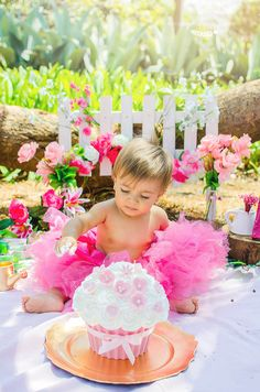 Cake Smash - First Birthday Party Decor Ideas Baby Cake Smash, 1st Birthday Cake Smash, Baby Birthday, Birthday Bash, First Birthday Party Themes, First Birthday Pictures, Birthday Party Decorations, Birthday Ideas, 1st Year Cake