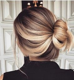 Loose twisted bun blonde haie