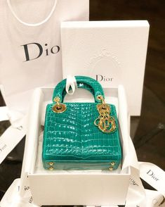Cultivating an elegant mind Luxury Purses, Luxury Bags, Dior Shoes, Vuitton Bag, Womens Purses, Cute Bags, Purses And Handbags, Trendy Handbags, My Bags