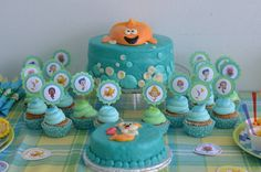 Cake and cupcakes at a Bubble Guppies Party #bubbleguppies #party