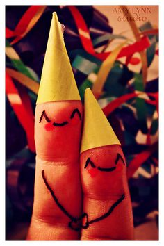 Happy Birthday to my BDB (BirthDayBuddy), Miss Cara! but if you cross us - we'll stab you with our pointy party hats. Finger Fun, Finger Plays, Finger Family, Funny Fingers, How To Draw Fingers, Birthday Wishes, Happy Birthday, Crossed Fingers, Hand Art