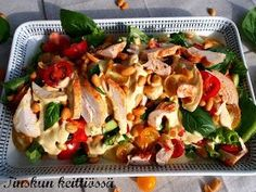 Tinskun keittiössä ja Tyynen kaa: Herkullinen curry- kanasalaatti Salad Recipes, Healthy Recipes, Healthy Food, Bruschetta, Pasta Salad, Food Inspiration, Bakery, Curry, Food And Drink