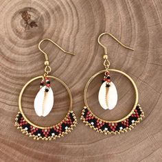 Woven red, black, gold hoop earrings with cowrie earrings Ces créoles rouge, noir, doré origi. Gold Hoop Earrings, Unique Earrings, Beaded Earrings, Earrings Handmade, Beaded Jewelry, Handmade Jewelry, Diamond Jewelry, Beaded Bracelets, Witch Jewelry