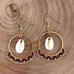Woven red, black, gold hoop earrings with cowrie earrings Ces créoles rouge, noir, doré origi. Gold Hoop Earrings, Unique Earrings, Beaded Earrings, Earrings Handmade, Beaded Jewelry, Handmade Jewelry, Diamond Jewelry, Beaded Bracelets, Witch Jewelry