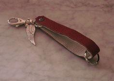 """Schlüsselband """"rot-weiß"""",Leder,mit Flügel und Herz von Bonitolino auf DaWanda.com"""