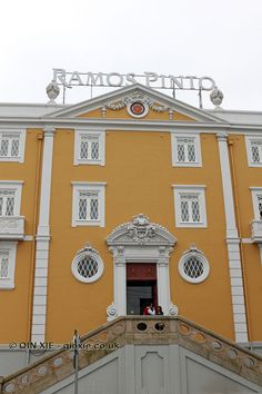 Entrance, Ramos Pinto, Oporto Buildings, Garage Doors, Mansions, House Styles, Outdoor Decor, Home Decor, Port Wine, Bouquets, Decoration Home