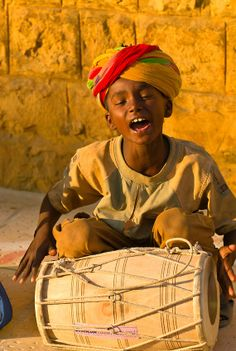 Little Perfomer on the streets of Jaisalmer, India