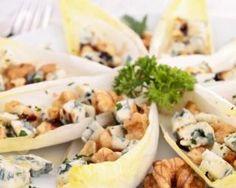 Feuilles d'endives au roquefort et aux noix : http://www.fourchette-et-bikini.fr/recettes/recettes-minceur/feuilles-dendives-au-roquefort-et-aux-noix.html