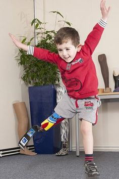 Disabled boy receives prosthetic blade for Christmas just like his hero Jonnie Peacock | Mail Online