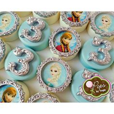 Frozen themed chocolate covered oreos for Gianna's 3rd birthday. #frozen #frozenchocolatecoveredoreos #chocolate #chocolatesweets #frozenmovie #frozenfever #edibleimage #miami #miamisweets #opopsbyangie