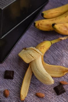 Chec vegan cu banane și migdale (banana bread) | Bucate Aromate Banana Bread, Recipes, Food, Banana, Recipies, Essen, Meals, Ripped Recipes, Yemek