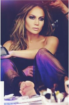 JLo is Jennifer Lopez! Jennifer Lopez Feet, Jennifer Lopez Makeup, J Lo Fashion, Look Fashion, Fashion Beauty, Maquillaje Jennifer Lopez, Jlo Makeup, Wedding Makeup For Brunettes, Brunette Makeup