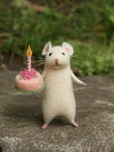 Birthday needle felted mouse White mouse Needle felted animal miniature Birthday gift Home decor - Birthday mouse Needle felt mouse White mouse by DidiDaydream Soft cuddly felt animals - Needle Felted Animals, Felt Animals, Baby Animals, Cute Animals, Birthday Greetings, Birthday Wishes, Birthday Gifts, Birthday Message, Cake Birthday