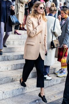 Street style at Paris Fashion Week Spring-Summer 2019 © Sandra Semburg – Summer Outfits – Summer Fashion Tips Fashion Week Paris, Winter Fashion, Street Fashion, Street Style Fashion Week 2018, Spring Fashion, Fashion Shops, Fashion Boutique, Daily Fashion, Look Fashion